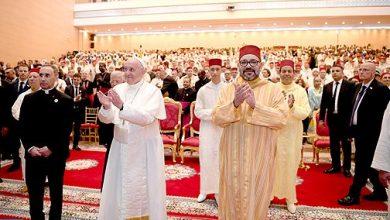 Photo of امير المؤمنين و البابا فرانسيس يقومان بزيارة لمعهد محمد السادس لتكوين الأئمة المرشدين والمرشدات