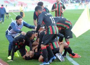 Photo of البطولة الوطنية (الدورة 13).. فوز المولودية والجيش بالميدان وتعثر اليوسفية والدفاع